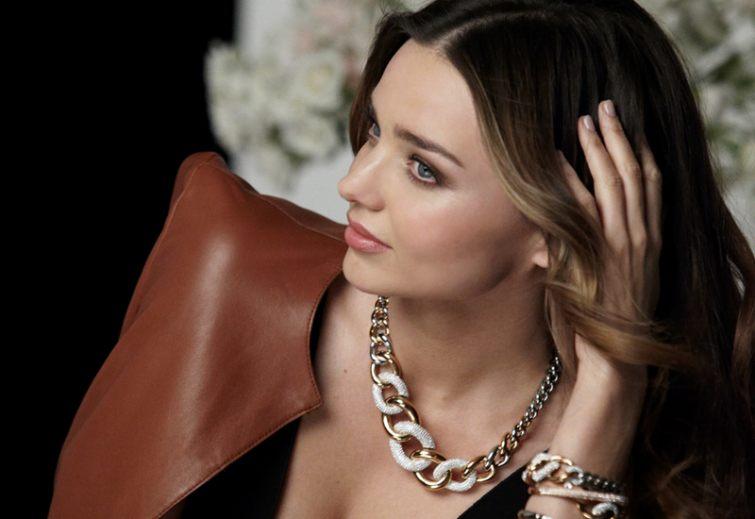 Miranda Kerr se šperky Swarovski