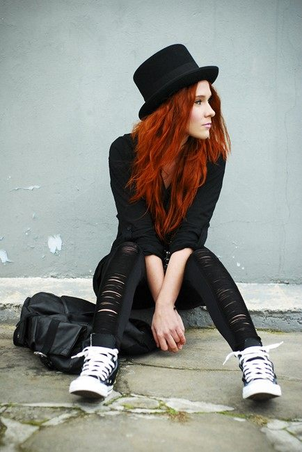 Černý klobouk a outfit