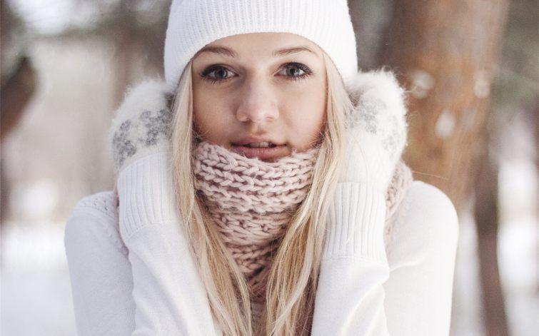 Zimní pletené čepice bílé