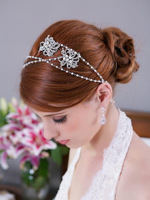 Stříbrná čelenka doplněna perličkami a květinami
