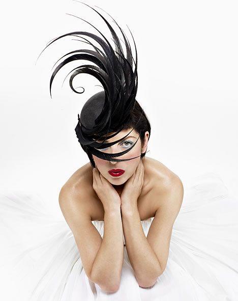 Černý extravagantní model klobouk