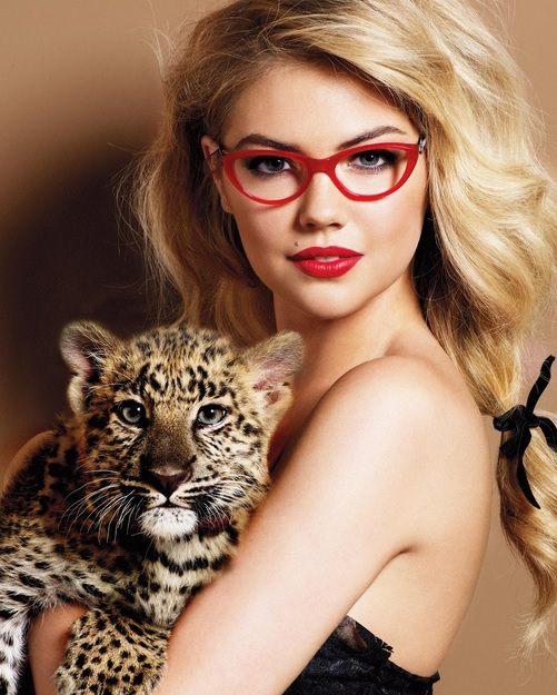 Červené obroučky u dioptrický brýlí probudí ve vás divokou šelmu