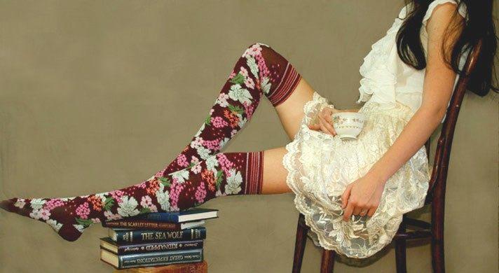 Ponožky s květinovým motivem k šatům