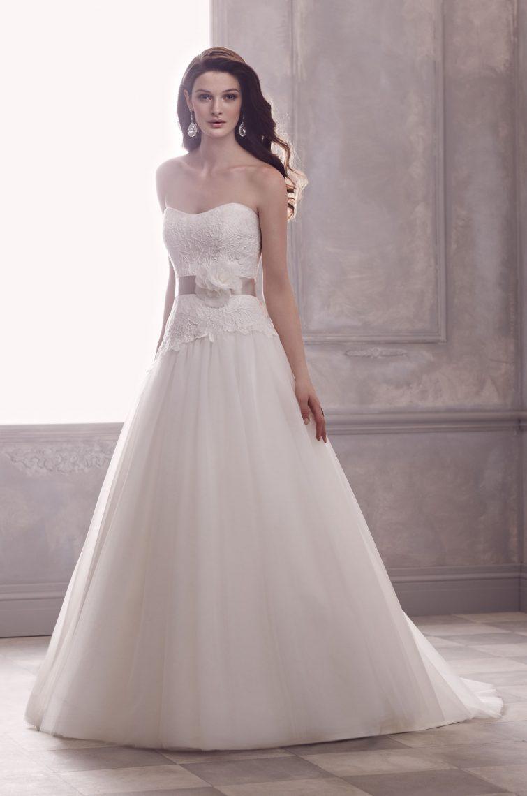 svatební šaty postava hruška