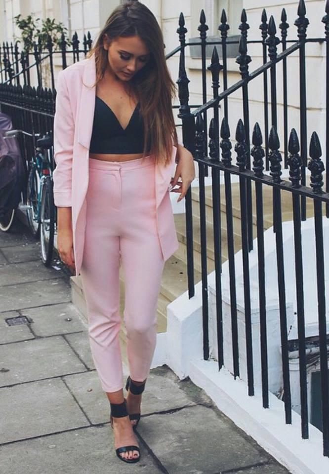 růžový kostýmek