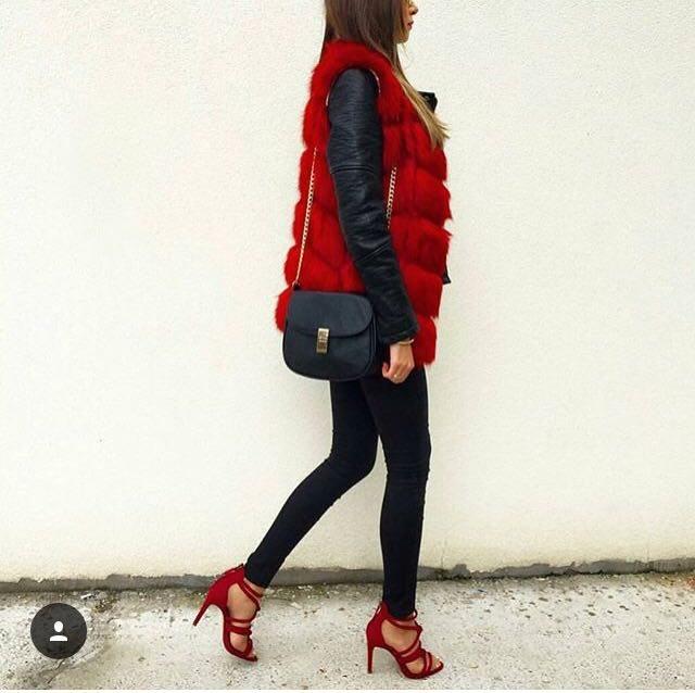 červená vesta lodičky