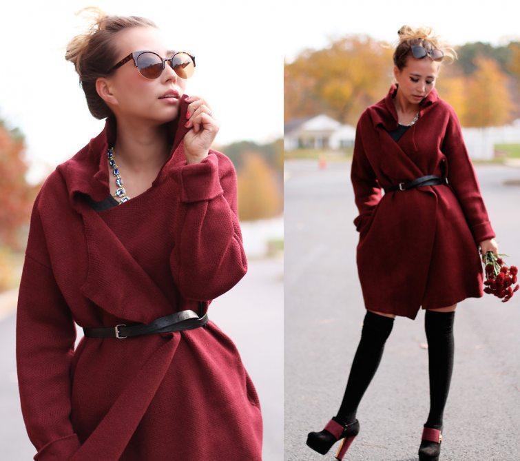 vínový kabát outfit