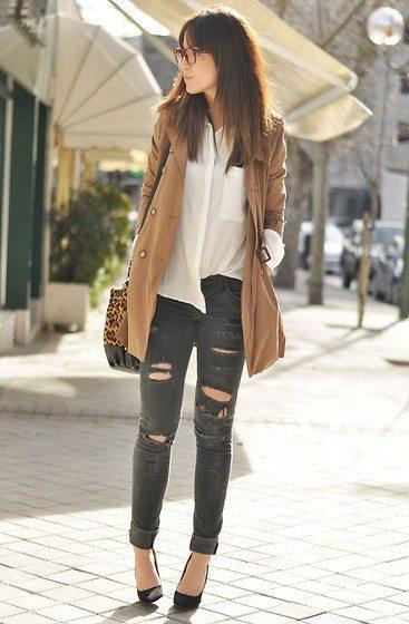 roztrhané tmavé džíny