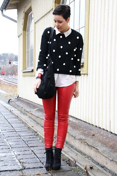 červené kalhoty