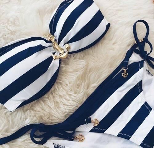 proužkované plavky