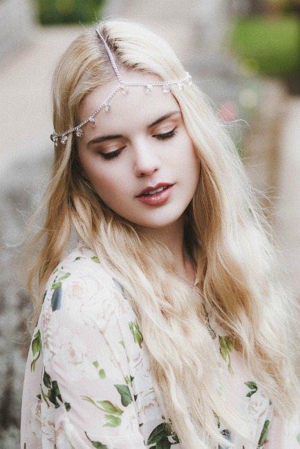 ozdobná čelenka do vlasů šperky do vlasů