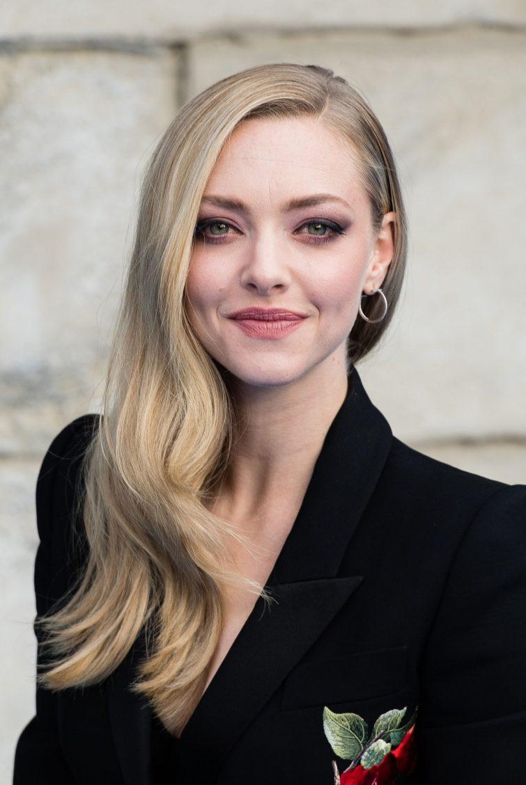 dlouhé vlasy dámské účesy pěšinka