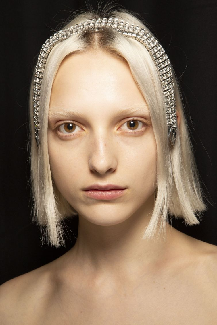 doplnky do vlasu trendy 2021