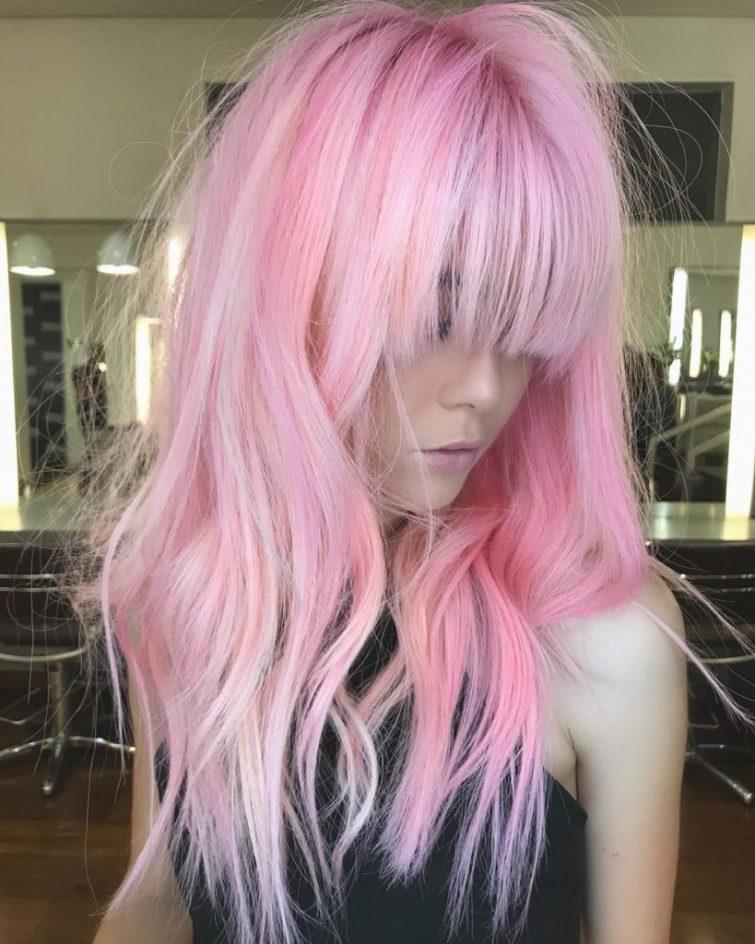 růžová barva vlasy dámské