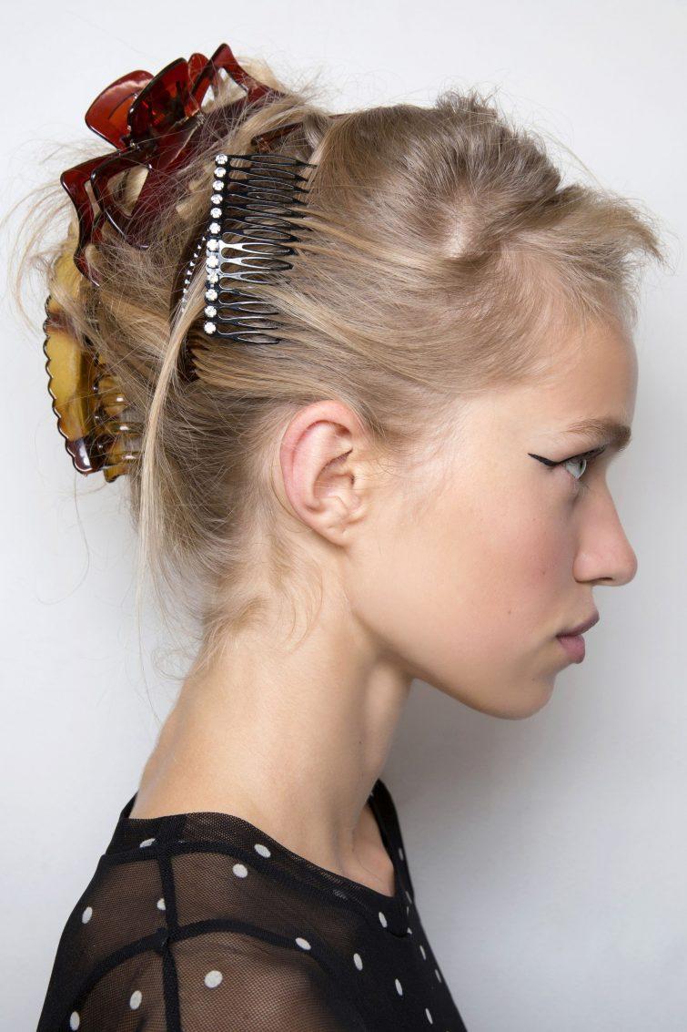 vlasové doplňky dámské účesy trendy