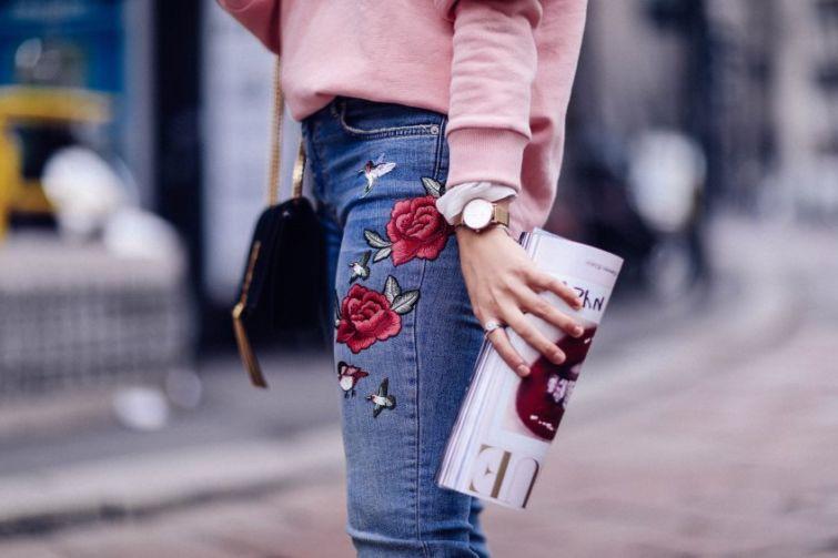 dámské skinny džíny s růžemi