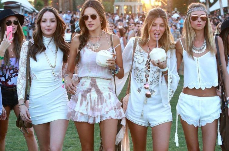 děvčata v bílé barvě